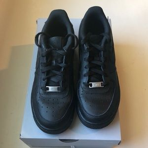 All Black Nike Airforce 1's